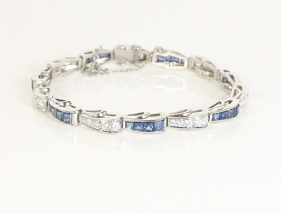 Diamond and sapphire bracelet in platinum