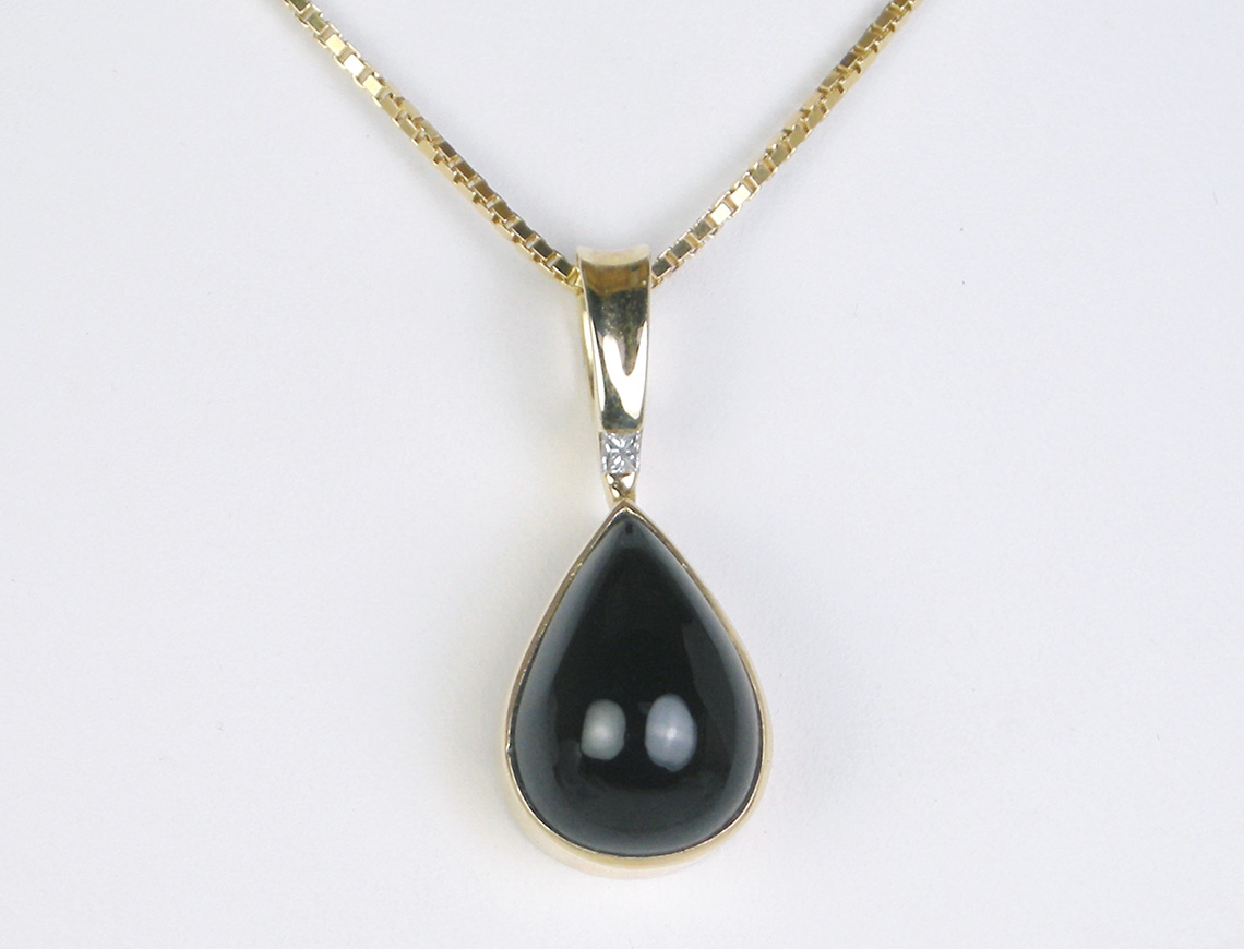 Onyx cabochon necklace