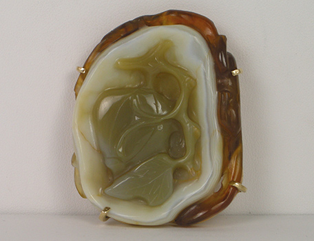 Carved agate and gold