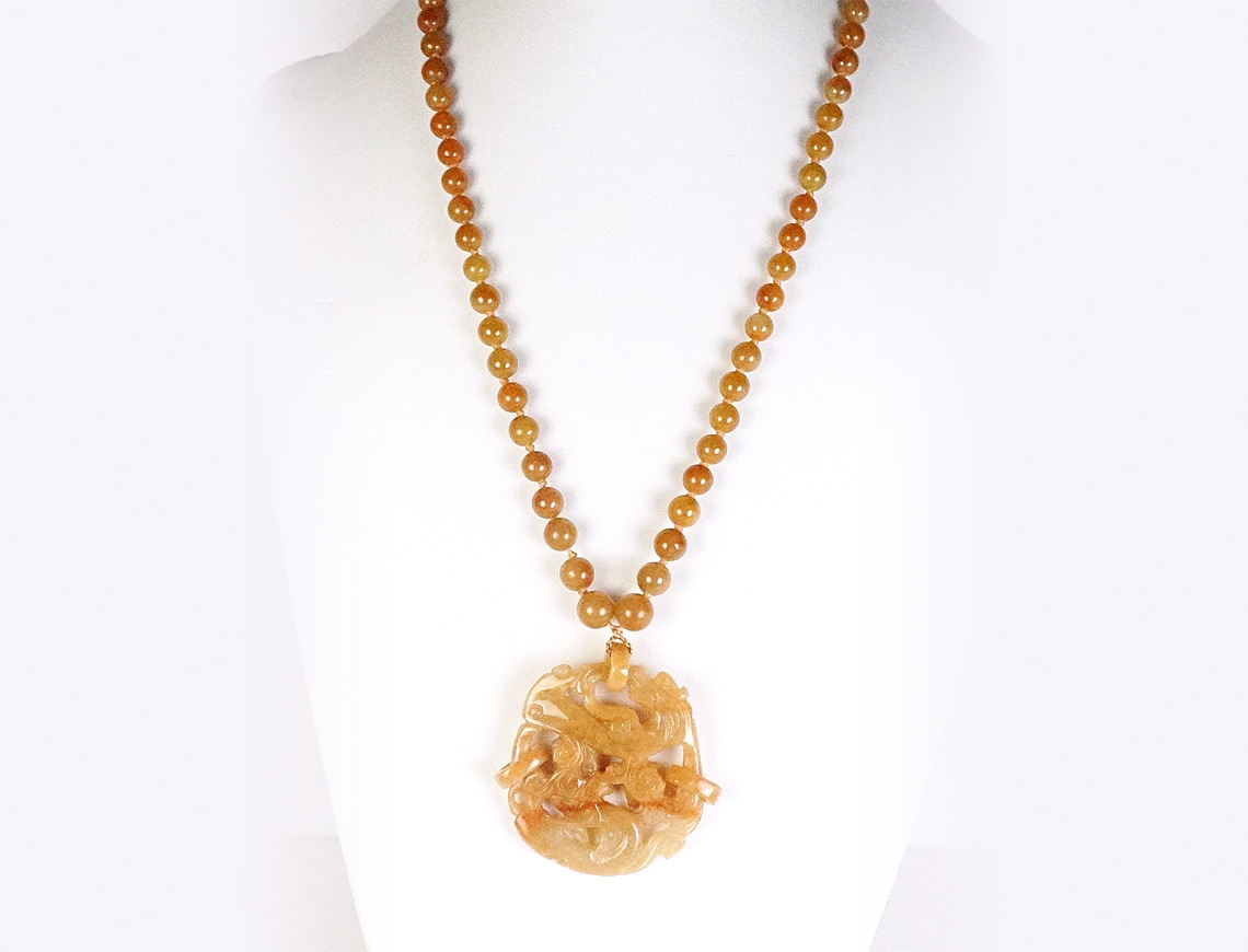 Caramel-colored jade necklace