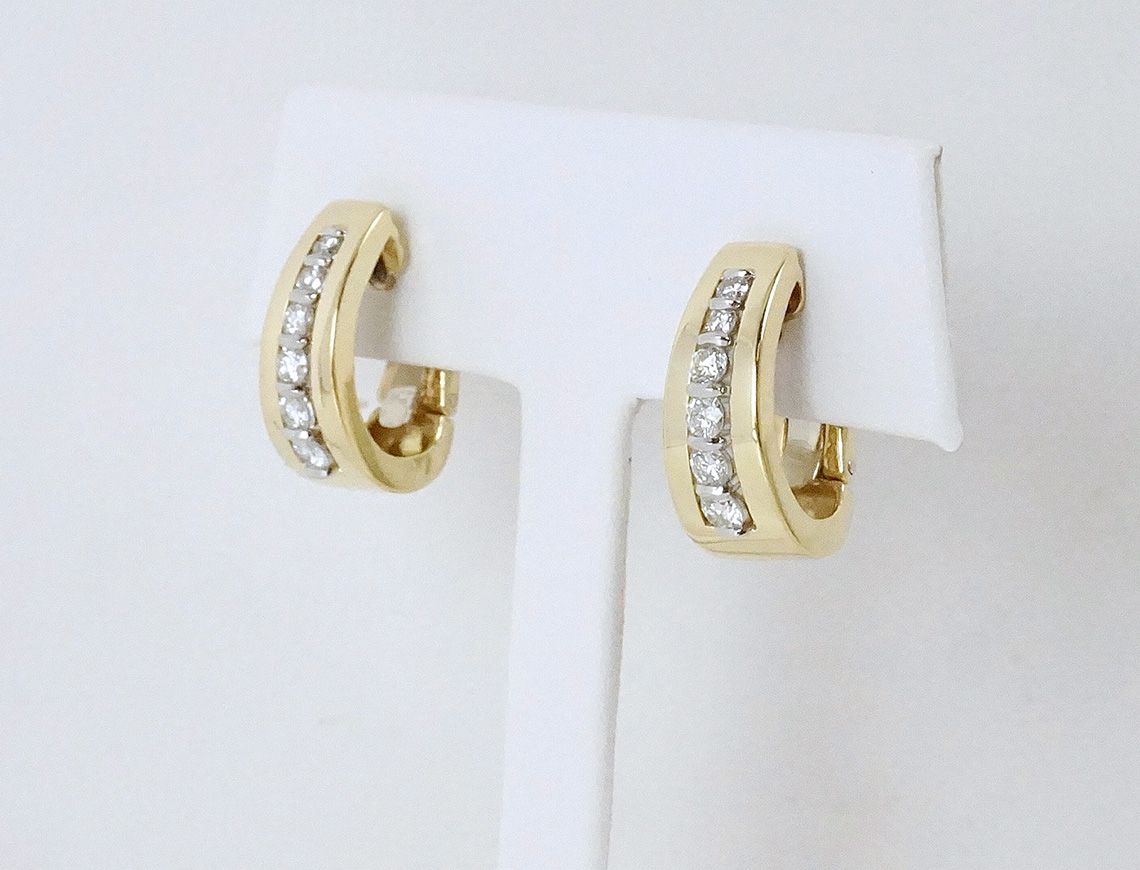 Diamond earrings by Gemveto