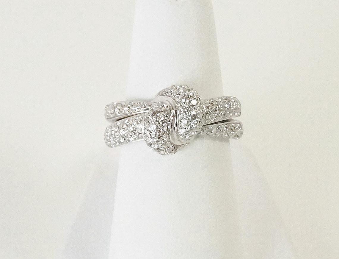 Knot ring of pave diamonds