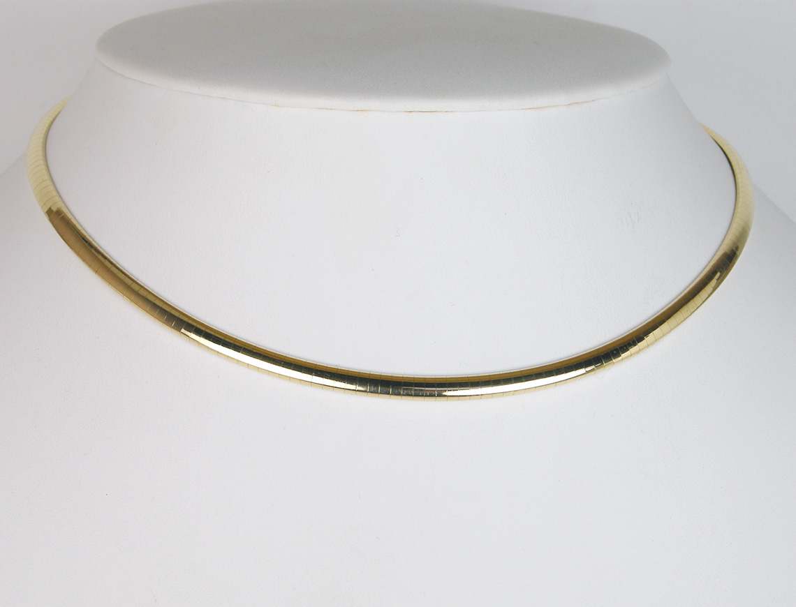 Omega necklace of 18K gold