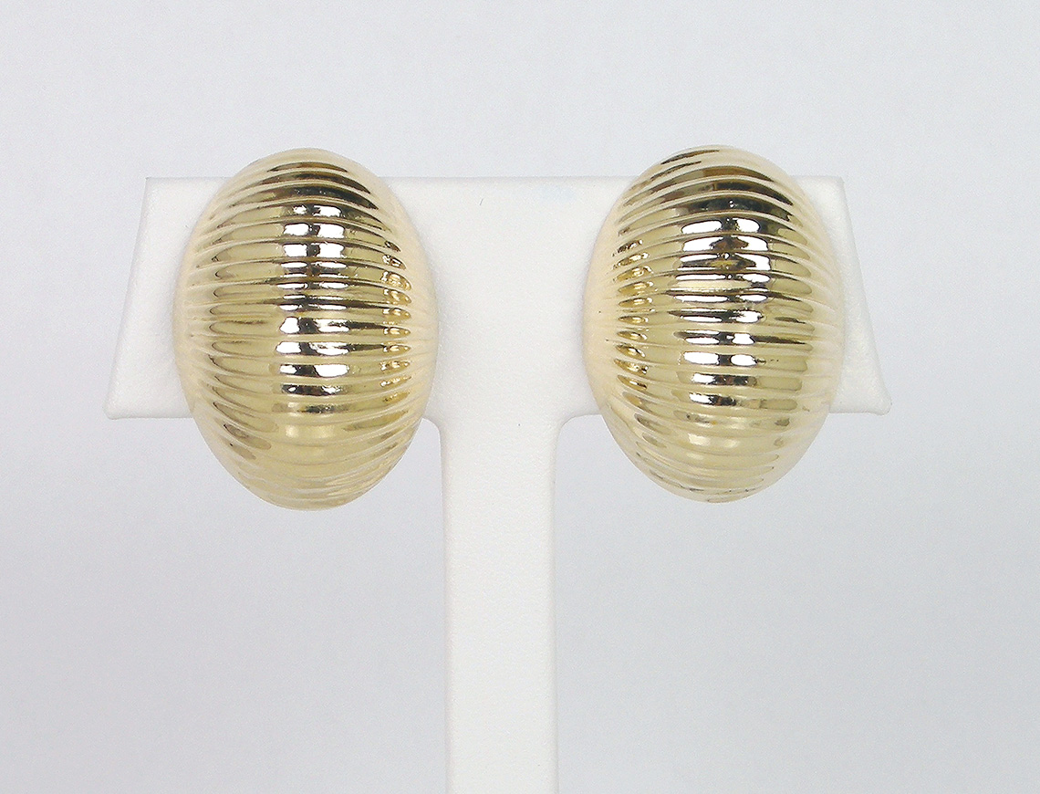 Ribbed dome clip earrings