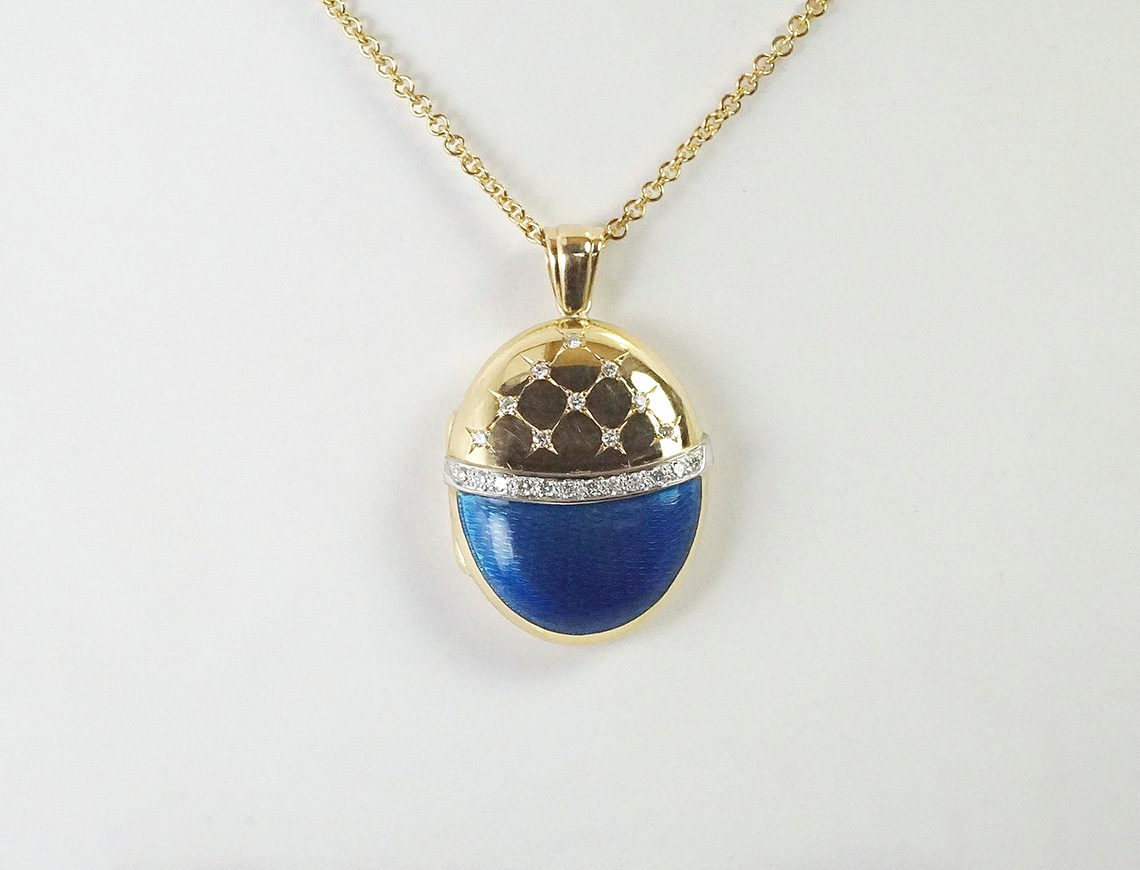 18K locket by Charles Green & Sons