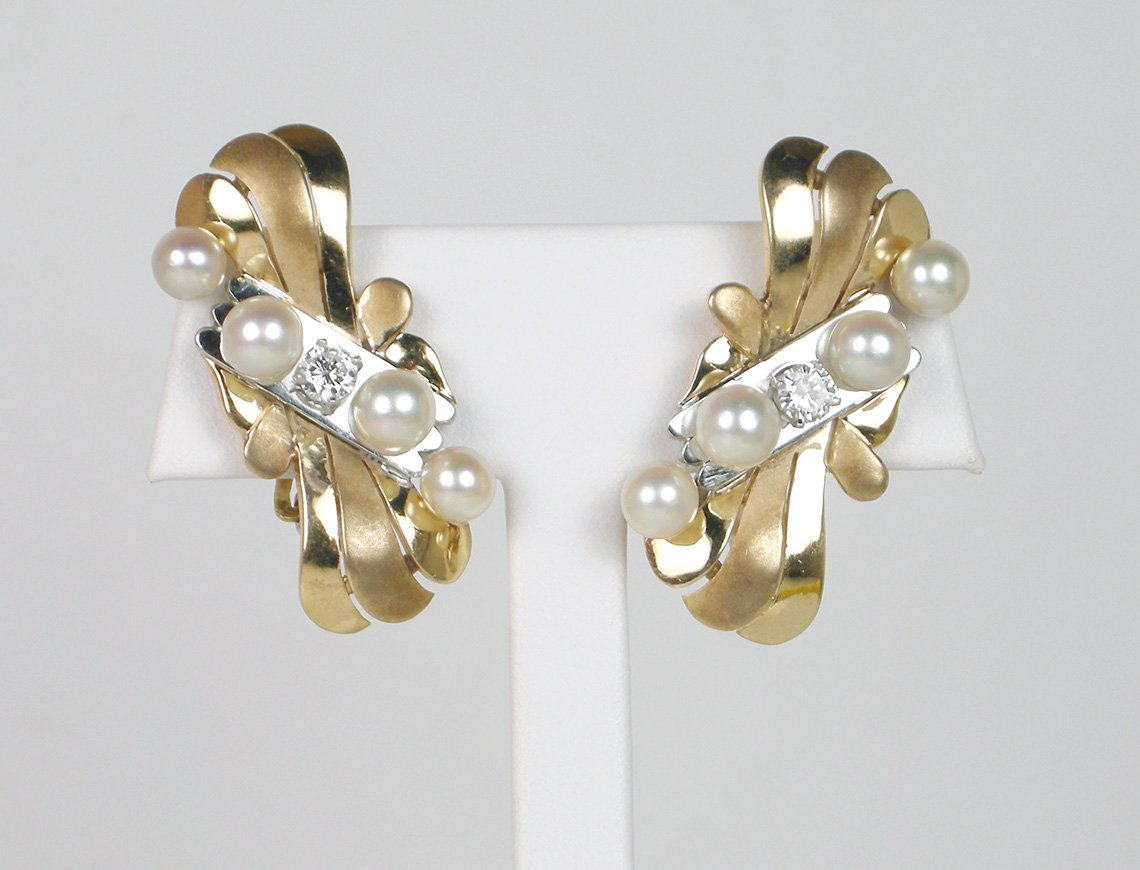 Cool Retro pearl earrings