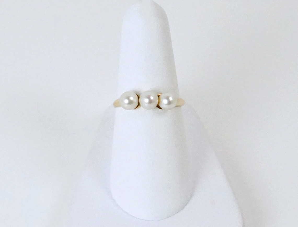 Three-pearl ring